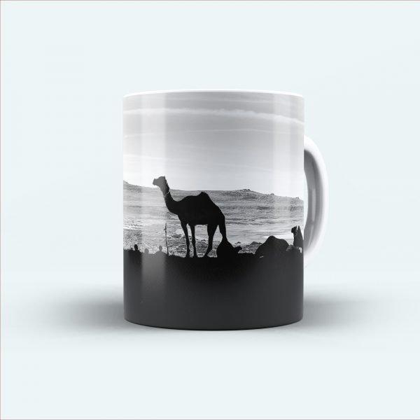 camel printed black and white mug